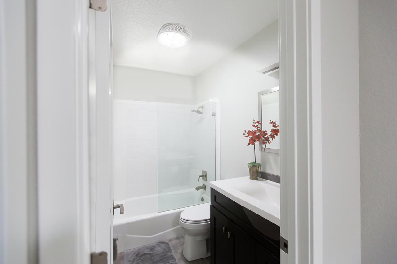white bathroom | On Target Home Inspection | Home Improvement projects Orland Park